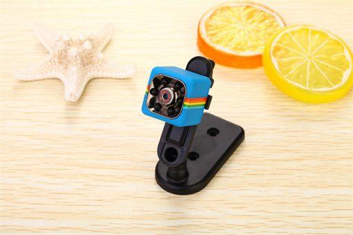 l'enregistrement vidéo HD peut être effectuéFormat vidéo pour: 1280X720PFormat vidéo pour: 1920X1080PMode pour prendre des photos: 12M (4032X3024)Vidéo de détection de mouvement: 720P et 1080PInterface USB 2.0 de transmission à grande vitesseLe plus grand peut supporter 32 gb T-flash CARDSPrise en charge TV OUT TV moniteur vidéo connexionBatterie intégrée au lithium caméra durable jusqu'à 100 minutes