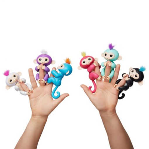 Cenocco CC-9048; Finger Toy Happy Monkey Comment jouer:Soufflez des baisers d'air à votre singe - Votre singe vous embrassera de retour!Clapez une ou deux fois - Regardez le singe autour!Appuyez sur la tête de votre singe - pour des réactions amusantes!Accrochez votre singe à l'envers - Explorez le côté idiot de votre singe!Appuyez sur la tête de votre singe - Votre singe vous montrera l'amour!Appuyez et maintenez les deux capteurs - Pour une surprise stupide!Bercez votre singe - Pour des réactions endormies!4 piles - LR44 / AG13