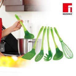 Renberg RB-5017; Ustensiles de cuisine Set 5  Couleur: Vert Mesure: 33cm x 11cm x 11cm Matériaux: 100% Virgin Nylon No. dans Set: 5 pièces Caractéristiques: Poignée en plastique Tube en PVC LFGB Poignée TPR légère et antidérapante. Tête de nylon résistant à la chaleur résistant à 410F (210C). Couleur vibrante qui éclaire votre cuisine. Lave-vaisselle pour un nettoyage sans effort. Ensemble d'outils de cuisine pour une grande fonctionnalité avec un peu de flambeau The Kitchen Tools comprend: 1 x Egg Whisk 1 x cuillère à fente 1 x Spaghetti Server 1 x Ladle 1 x Turner Slot
