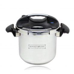 Royalty Line RL-PS8; Autocuiseur à Pression 8L 8 litresCuve en inoxInduction - Halogène - Gaz - Électrique - Vitro-céramique 70% de temps de cuisson en moins comparé à une casserole normale Cuve en inox 18/8 Cuve durable et résistante en acier inoxydable poli.Economisez jusqu'à 70% du temps de cuisson et jusqu'à 50% d'énergie par rapport à la cuisson habituelle. Cuisez lesaliments sans sacrifier les vitamines ou les arômes naturels.Le détail qui tueUne mesurette se situe à l'intérieure de la cuve et vous permettra d'ajouter la quantité d'eau nécessaire.Poignée ergonomiqueLes poignées sont conçues pour s'adapter à votre paume de main et elles améliorent l'adhérence et ainsi qu' une prise enmain confortable.Ouverture / fermeture facileTourner la poignée sur le dessus de l'autocuiseur est tellement pratique